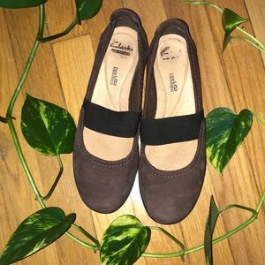 Clark's brown Mary Jane flats 8.5M